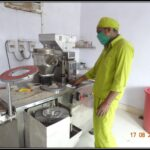 Automatic capsule filling machine to fill grinded herbal powder in capsules